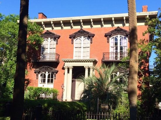 Savannah Bed & Breakfast Inn: one block away