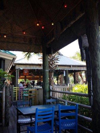 Wahoo's Fish House: Outside deck