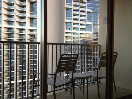 Embassy Suites by Hilton Waikiki Beach Walk: View from the suite