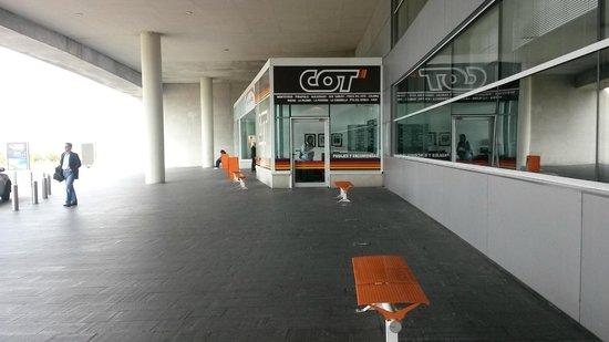Conrad Punta del Este Resort & Casino: LOJA DA COT NO AEROPORTO