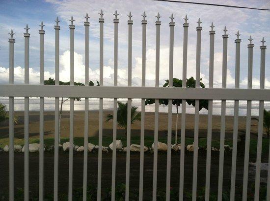 La Paloma Blanca: from inside ocean side gate towards beach