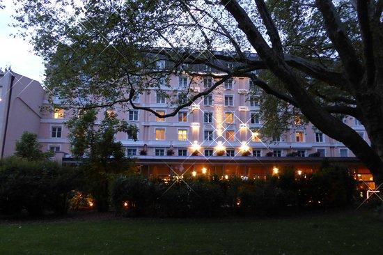 Sheraton Grand Salzburg: Außenansicht vom Mirabellgarten aus
