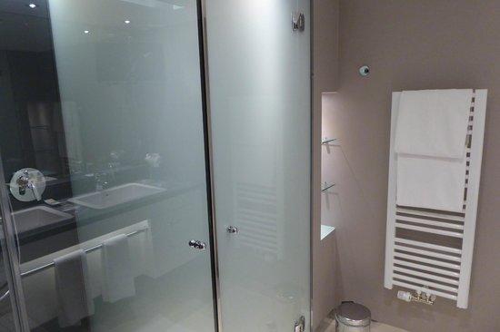 Sheraton Salzburg: Badezimmer mit toller Dusch
