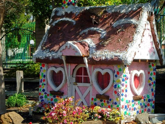 Pixieland: Gingerbread house