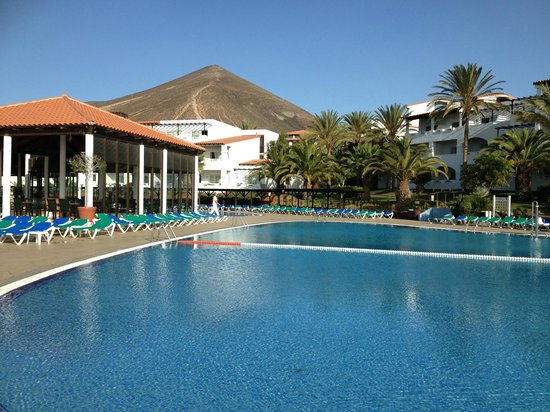 TUI MAGIC LIFE Fuerteventura: Activity pool and pool bar
