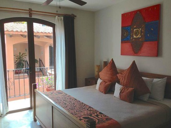 Acanto Boutique Hotel and Condominiums Playa del Carmen Mexico: Room with balcony and courtyard view