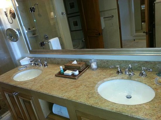 The Resort at Pelican Hill: Double sink