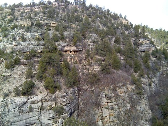 Walnut Canyon National Monument : pueblo across the canyon