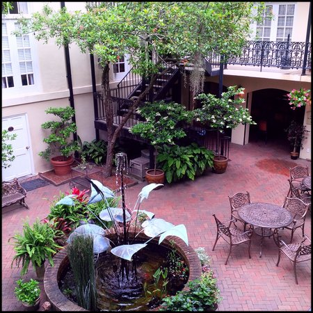Eliza Thompson House Savannah: Courtyard view