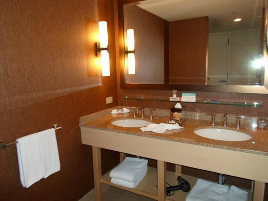 The Hyatt Lodge at McDonald's Campus: Double Bathroom Sinks