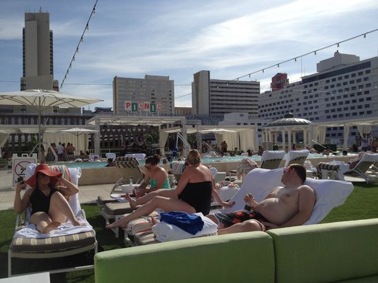 Pool on the roof picture of downtown grand an ascend for Pool show in las vegas