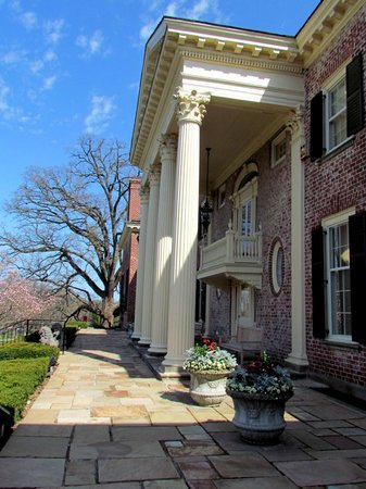 Cantigny Park: Front porch of Mansion
