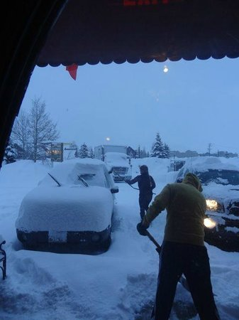 Old Town Inn: Much snow in March 2014 - great hotel but no underground heated parking. check the room rental p