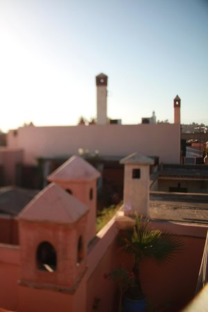 Riad Les Yeux Bleus : roof in the early morning