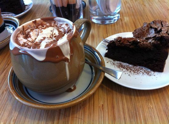Cocoa Mountain Auchterarder: my chocolate meringue cake & hot chocolate we ace!