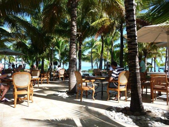 Paradis Beachcomber Golf Resort & Spa : beach resto