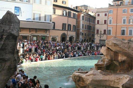 Trevi Fountain Atmosphere
