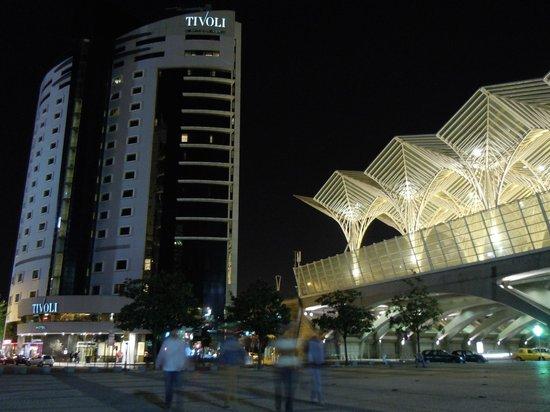 Tivoli Oriente Hotel : Hotel y estación de noche
