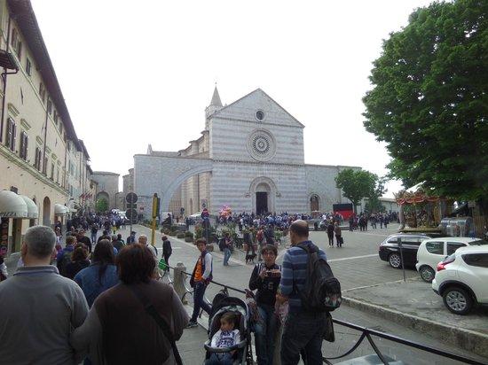 Basilica di Santa Chiara: Busy, just prior to canonization!