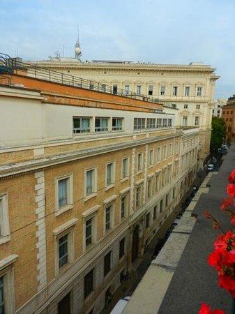 Apollo Hotel: La rei de Serpenti coté Banque d'Italie