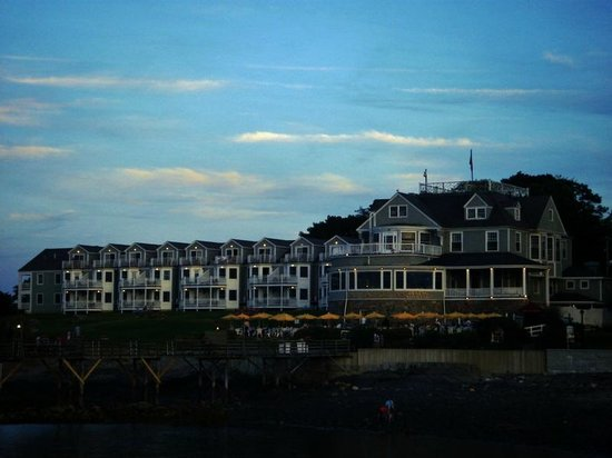Village Green: Bart Harbor Motor Inn
