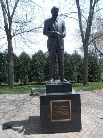 Ronald Reagan Boyhood Home: Statue of President Reagan