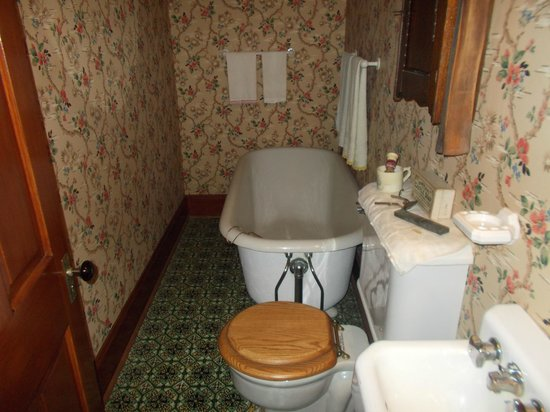 Ronald Reagan Boyhood Home : The actual tub used by the Reagan family