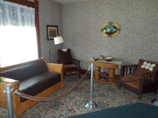 Ronald Reagan Boyhood Home : The living room