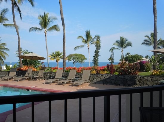 Kona Coast Resort: Pool area from Aloha Fridays