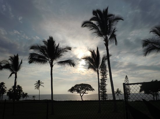 Kona Coast Resort: Sunset from our lanai