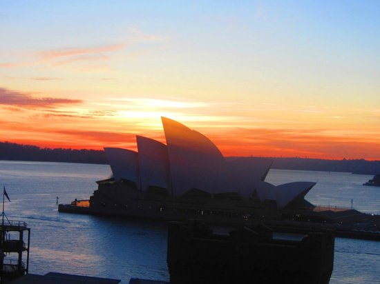 Holiday Inn Old Sydney : Rooftop view of the sunrise