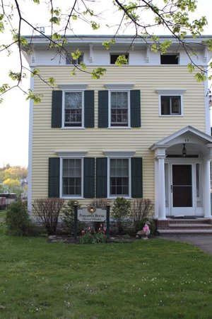 The Pineapple House Bed & Breakfast : Exterior
