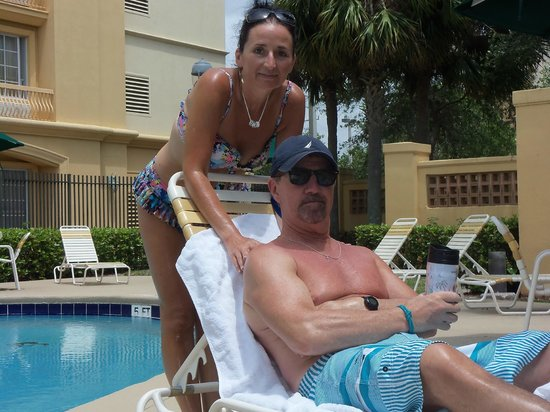 La Quinta Inn & Suites Ft. Lauderdale Airport: Bart and Alethea by the pool!