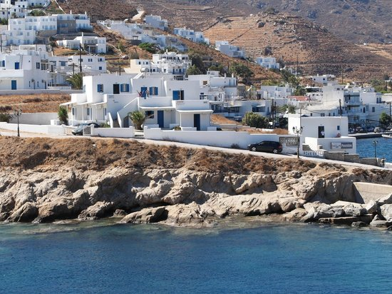 Aeolos Rooms : The Aeolos is sitting on a small cliff