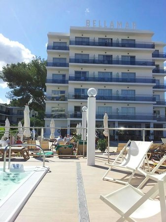 Bellamar Hotel: Hotel from the pool area