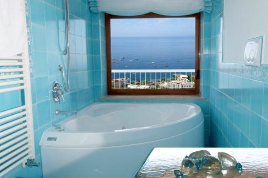 Olga's Resort: jacuzzi