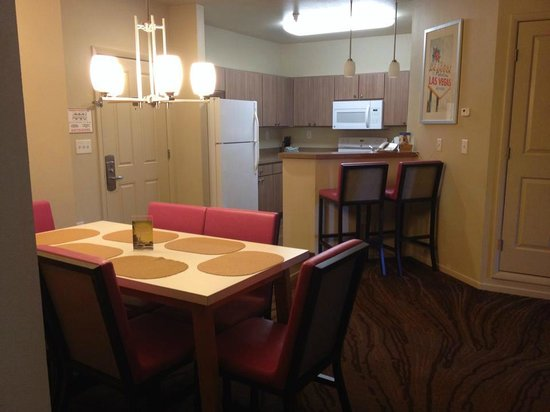 WorldMark Las Vegas-Boulevard: dining kitchen