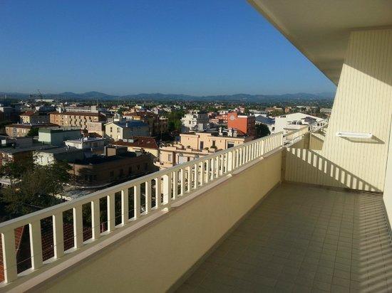 Hotel Touring: Groot balkon met een mooi uitzicht.