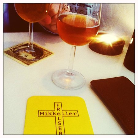 Mikkeller Bar : Clean tables and exclusive beerglas