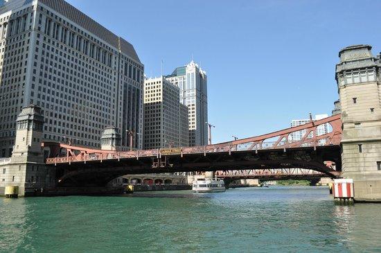 Kayak Chicago : kayaking on the Chicago River