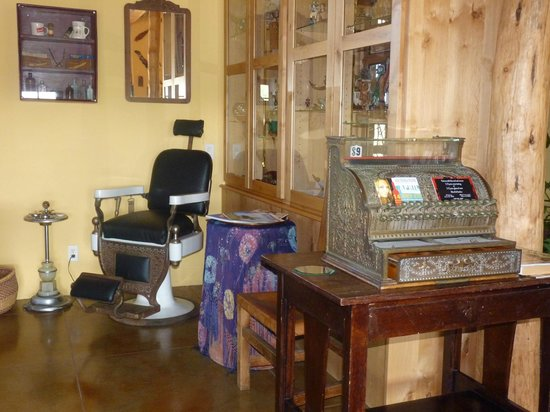 Down By The River Bed And Breakfast: Loved the old barber chair & cash register