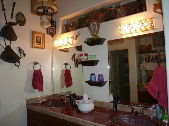 Down By The River Bed And Breakfast : Double sink & vanity in Cowboy Room