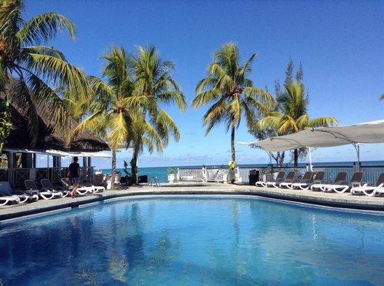 Merville Beach Hotel: Piscine superbe