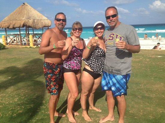 Fiesta Americana Condesa Cancun All Inclusive: Scooby Snack shots.