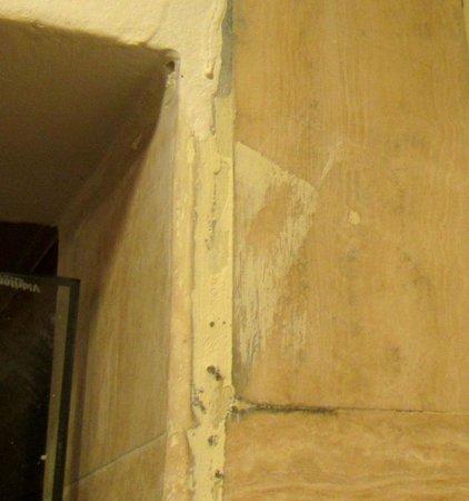 Meliá Caribe Tropical: Melia Bathroom -- Tiles Need Work