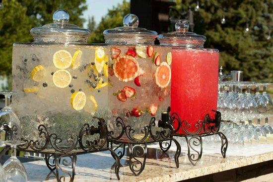 Hilton Garden Inn Idaho Falls: Summer time wedding drink station - HGI Weddings