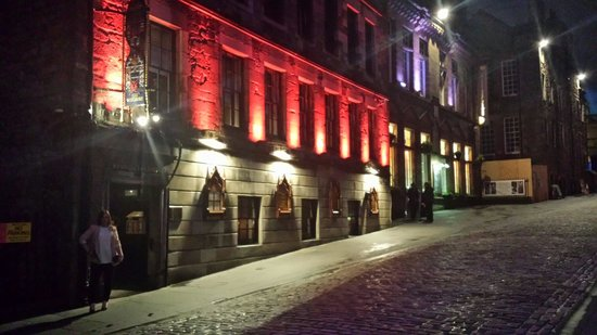 The Witchery by the Castle: Gorgeous at night. The quinns fae fife