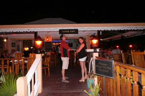 Caicos Cafe Bar & Grill : waiting in line