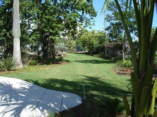 Miami Beach Botanical Garden : image:soflanights.com