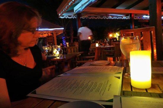 Caicos Cafe Bar & Grill : slow service